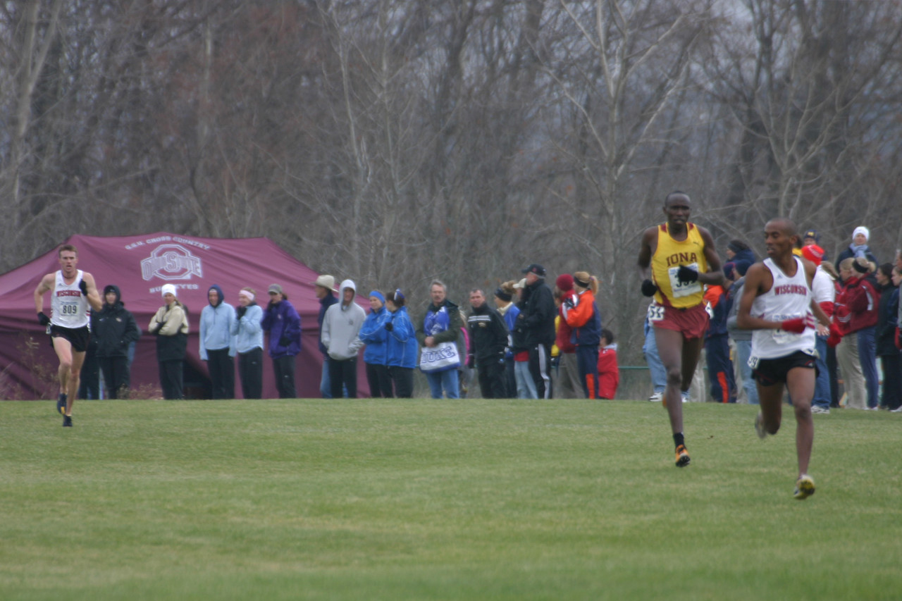 400 meters to go: Leader Simon Bairu, 2nd Richard Kiplagat,  and 3rd Chris Solinsky.