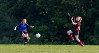BLUE BOMBSHELLS vs. UNITED BLACK DEVILS - Ana Rupoli(l), Jennifer Brock(r)