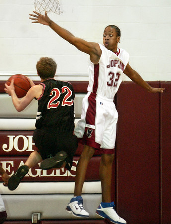 Globe/T. Rob Brown<br /> Joplin's Ashton Glover (32) attempts to block Central's NOT ON ROSTER (22) during Tuesday night's game, Jan. 3, 2006, at Joplin High School.<br /> Section: Sports