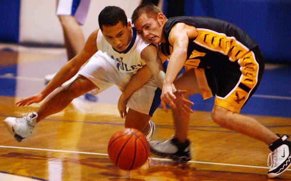 Globe/T. Rob Brown<br /> McAuley's Arvie Kilongkilong (31) goes after a loose ball against Purdy's Derek Dailey (1) during Friday night's homecoming game Feb. 10, 2006, at McAuley Regional High School.<br /> Section: Sports