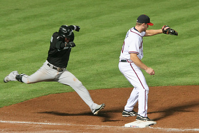 1B Scott Thorman makes the catch to get the out.