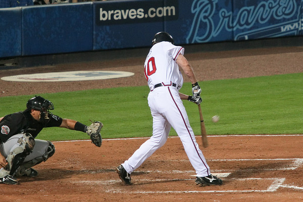 2B Chipper Jones had 3 hits in 4 at bats and 2 RBIs.