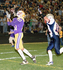 Belvidere:  87 Charles Chatman TD catch in the 3rd quarter Belvidere North: www.cleggphoto.net