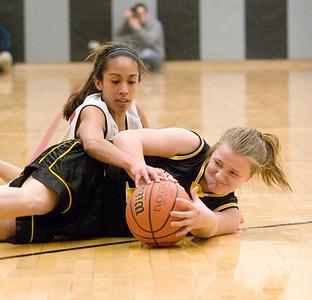 Sycamore:  12 Elora Oprins jump ball