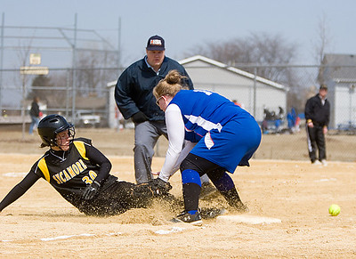 Sycamore:  30 Anna Buzzard safe at third