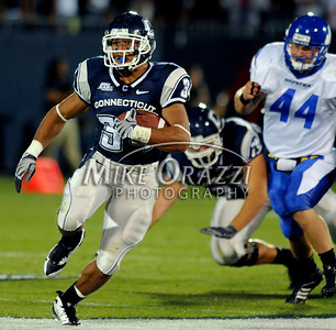 8/28/2008 Mike Orazzi | The Bristol Press Uconn's Donald Brown (34) carries during a 35-3 win over Hofstra at Rentschler Field on Thursday, August 28, 2008.