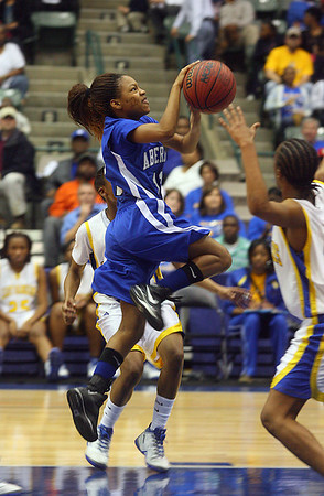 Ebony Jones darts past a defender. (Charles A. Smith/Special to DJournal)
