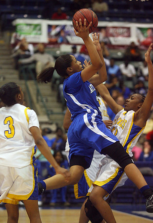 Jameika Hoskins drives to the basket. (Charles A. Smith/Special to DJournal)