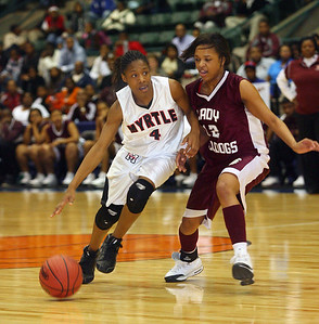 Halle Knowles drives past a Thomastown defender. (Charles A. Smith/Special to the DJournal)