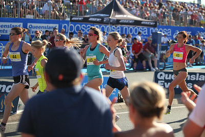Number 45 may be Eloise Wellings? - Noosa Triathlon Multi Sport Festival; 31 Oct & 1 Nov 2009