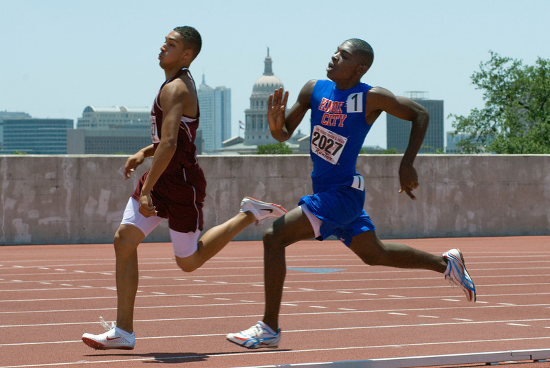 1A Boys 400 Meters.  Oscar Rodriguez, Bovina, and Derrick Coleman, Knox City.<br /> Coleman, 1st Place, 49.27