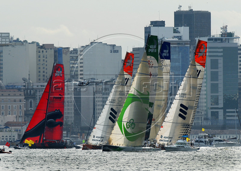 """Yachts participate at the Rio de Janeiro in-port race during the 2008-2009 Volvo Ocean Race at Guanabara bay, Rio de Janeiro, Brazil, April 4, 2009. The Spanish boat """"Telefonica Blue"""" won the competition. (Austral Foto/Renzo Gostoli)"""