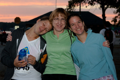 Jonie, Abby, and Gennie before the start of the race.