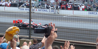 Hélio Castroneves leading a pace lap