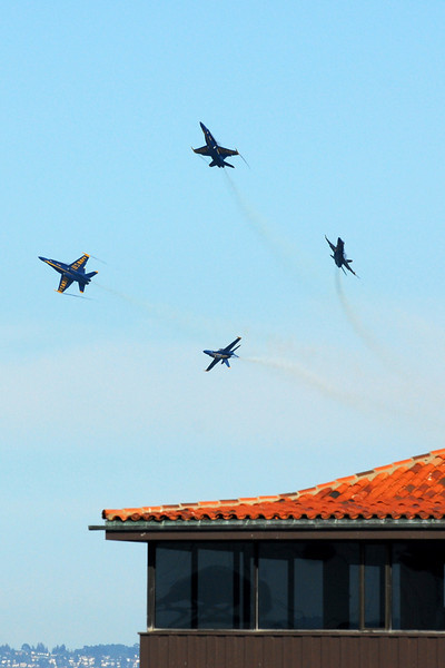 US Navy Blue Angels - Barrel Roll Break
