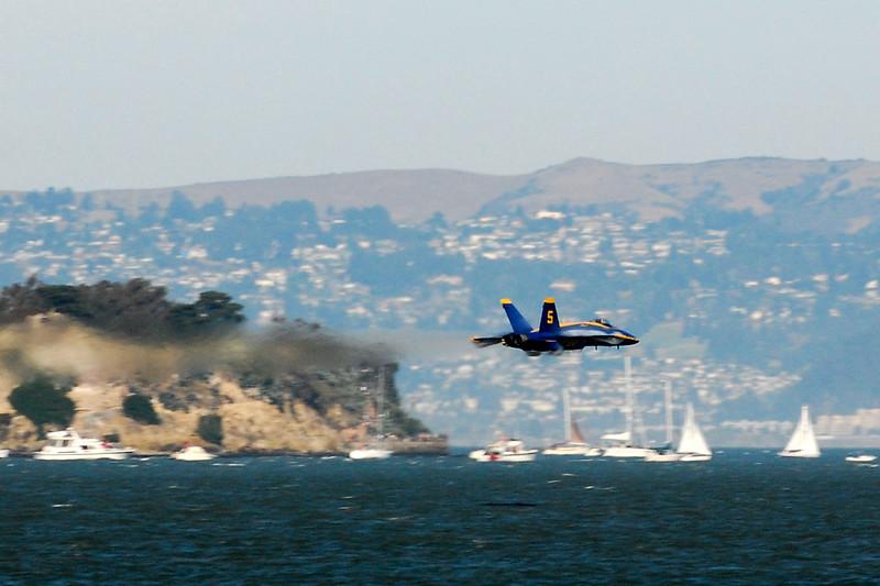 US Navy Blue Angels - High-speed Sneak Pass