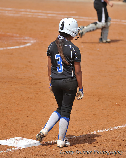 With two outs, #3 Heavin-lee Rodriguezholds occupies 3rd base.