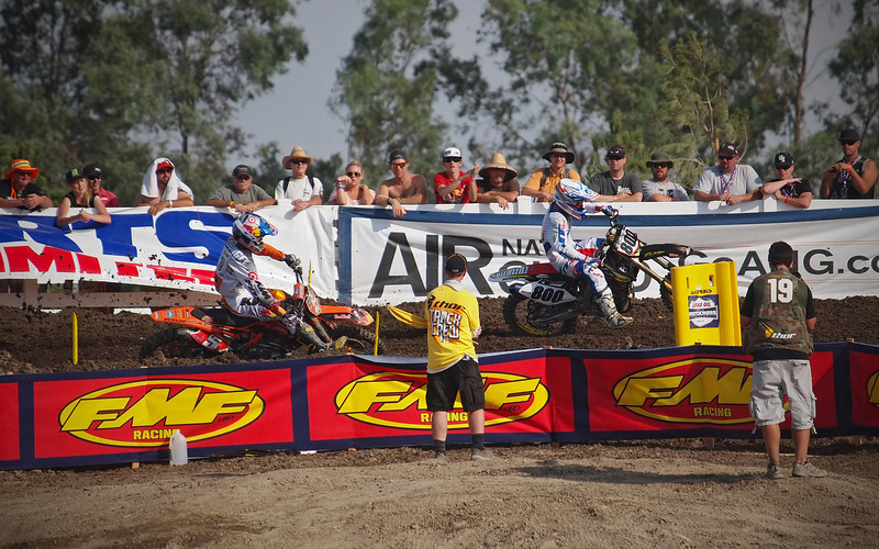 Ryan Dungey pressures Mike Alessi for the lead in 450 Moto 2 at Lake Elsinore - 8 Sept 2012