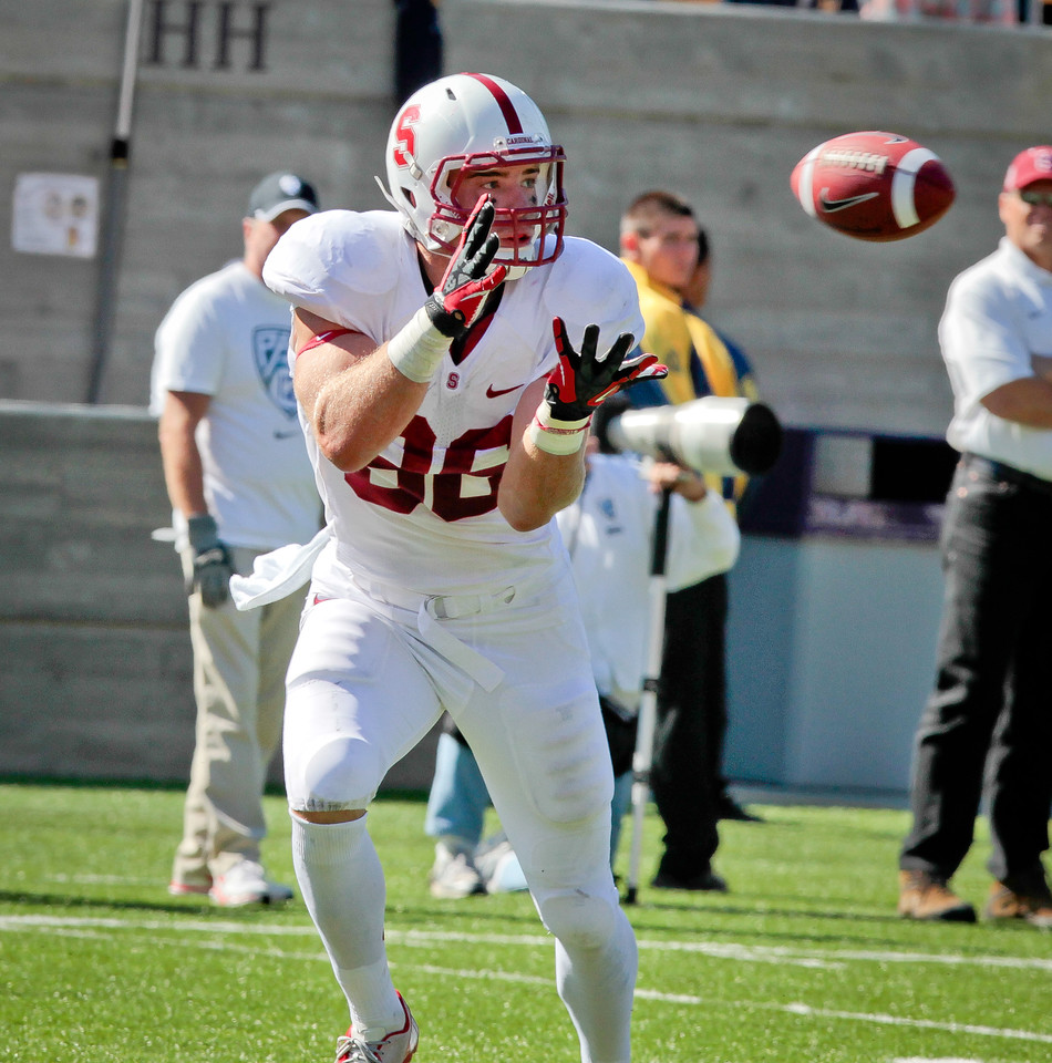 Stanford's Zach Ertz catches a touchdown during the Stanford vs. Cal game at Memorial Stadium in Berkeley, Calif.,  on Saturday, Oct.20th, 2012