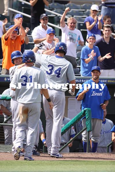 Nate Freiman hits a home run.