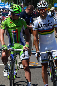 Sagan checking out what world champoin legs look like.