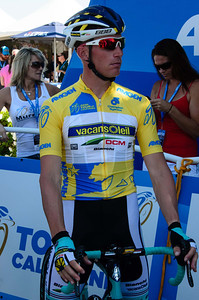 Race leader Lieuwe Westra awaits the stage 2 start in the shade in his nice yellow jersey.