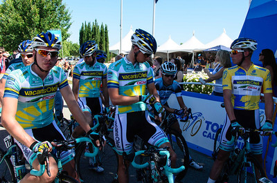 Team Vacansoleil waiting in the shade in Murietta, prepared to defend Lieuwe Westra's yellow jersey.