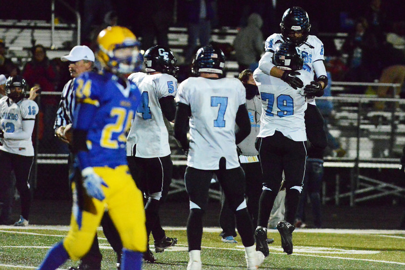 East players celebrate their 28-27 win over Sheridan Friday night at Homer Scott Field. (The Sheridan Press/Brad Estes)