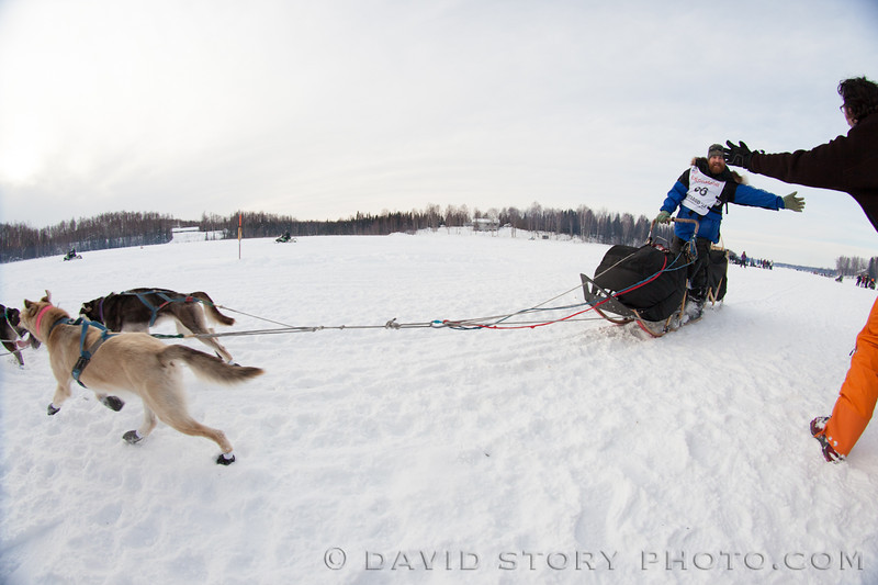 James Volek reaches out to an Iditarod fan on Long Lake.