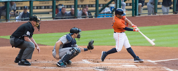 Altuve doubles in first inning