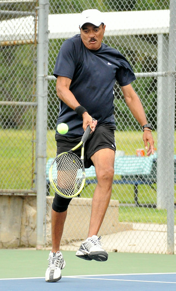 Huntley McNab bails himself out of a jam during the J.D. Mullinax Memorial Tennis Tournament on Satuday at Thorne-Rider Park. The Sheridan Press|Mike Pruden