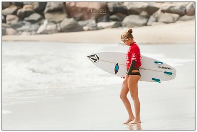 082114JTO_DSC_0075_Surfing-HI-Fi Womens Pro Semi 2