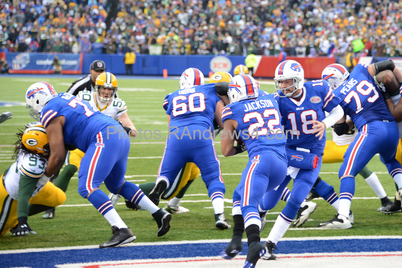 Kyle Orton hands off to Fred Jackson