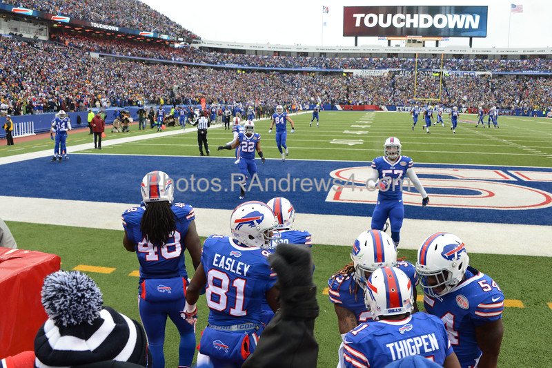 Marcus Thigpin celebrates with team mates after returning a punt for a touchdown.