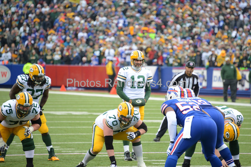 Aaron Rodgers calls the play