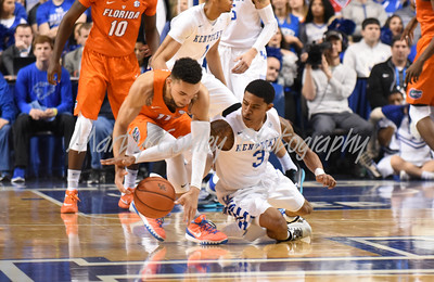 Kentucky's Tyler Ulis and Florida's Chris Chiozza battle for loose ball on Saturday at Rupp Arena.  MARTY CONLEY/ FOR THE DAILY INDEPENDENT