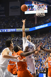 Kentucky's Jamal Murray throws up a shot in the paint against Florida on Saturday.  MARTY CONLEY/ FOR THE DAILY INDEPENDENT