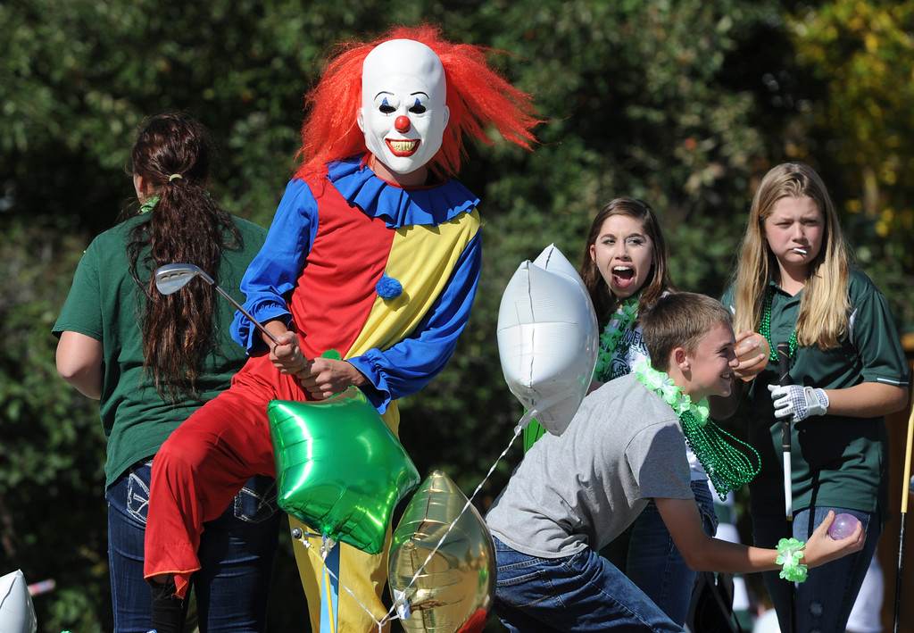Justin Sheely   The Sheridan Press<br /> The golf team parade float passes by during the Tongue River High School Homecoming Parade on Friday in Dayton.