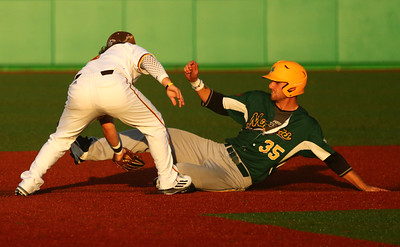 8-7-16 Jackrabbits vs Miners Logan Barnes tags WV 35 out at second. Kelly Lafferty Gerber | Kokomo Tribune