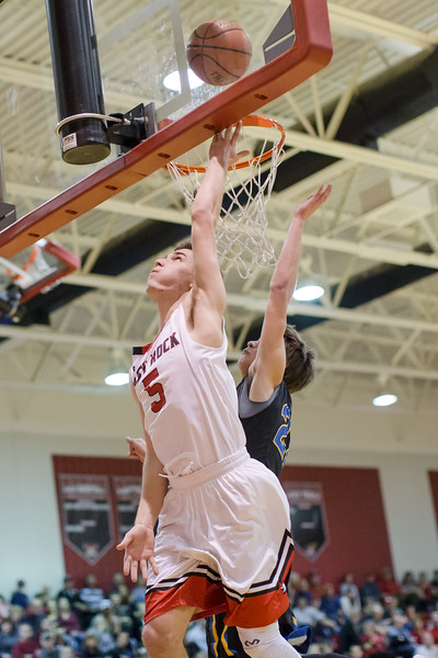 Logan Comer lays the ball up against Luke Estep
