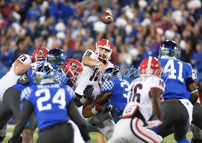 Georgia quarterback, Jacob Eason throws a pass on Saturday evening against Kentucky.  MARTY CONLEY/ FOR THE DAILY INDEPENDENT