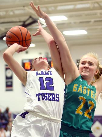 1-5-16<br /> Northwestern vs Eastern girls basketball<br /> Northwestern's Brianna Hahn and Eastern's Ashlynn Hochstedler<br /> Kelly Lafferty Gerber | Kokomo Tribune