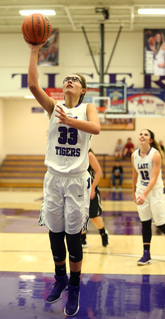11-22-16<br /> Northwestern vs Western girls basketball<br /> NW's Madison Layden<br /> Kelly Lafferty Gerber   Kokomo Tribune