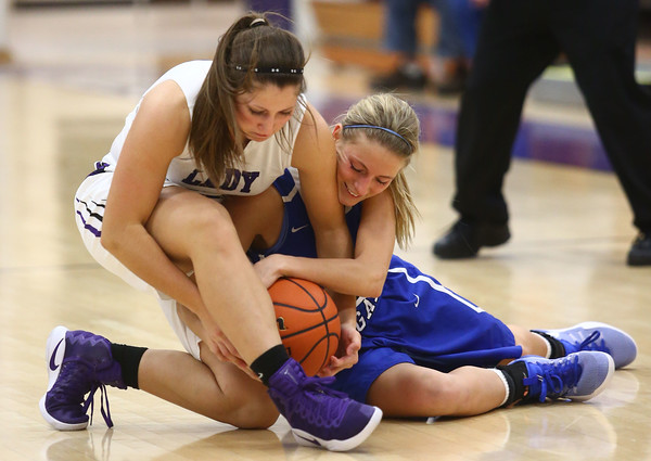 11-12-16<br /> Northwestern vs Carroll girls basketball<br /> Northwestern's Sophia Beachy and Carroll's Sidney Fisher go after a loose ball.<br /> Kelly Lafferty Gerber   Kokomo Tribune