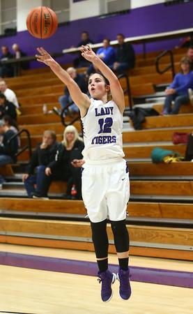 11-22-16<br /> Northwestern vs Western girls basketball<br /> NW's Brianna Hahn<br /> Kelly Lafferty Gerber | Kokomo Tribune