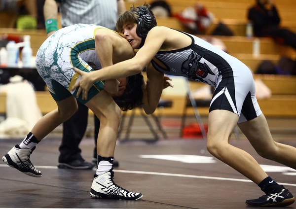 11-19-16<br /> Western wrestling<br /> Western's Chandler Ciscell in the 113 against BC's Kolten Rider.<br /> Kelly Lafferty Gerber | Kokomo Tribune