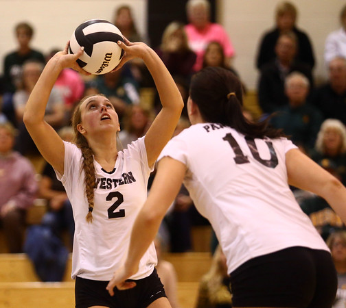 10-22-16<br /> Western vs Benton Central sectional vball championship<br /> Karlyne Shepherd sets the ball.<br /> Kelly Lafferty Gerber | Kokomo Tribune