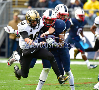 10/22/2016 Mike Orazzi | Staff UConn's Vontae Diggs (13) and UCF's Milton McKenzie (10) Saturday in East Hartford.