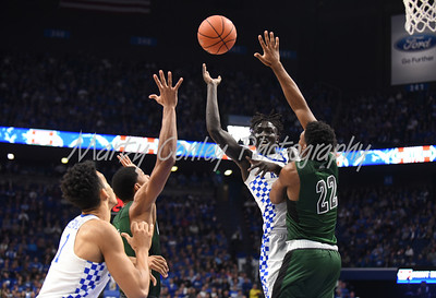 Kentucky's Wenyen Gabriel dishes a pass off to Sacha Killeya-Jones on Wednesday against Cleveland State.  MARTY CONLEY/ FOR THE DAILY INDEPENDENT