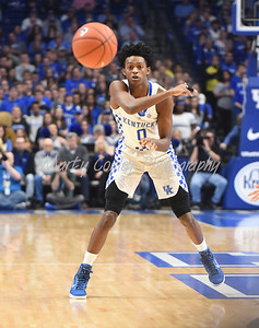 Kentucky's De'Aaron Fox throws a pass on Tuesday evening against LSU.  MARTY CONLEY/ FOR THE DAILY INDEPENDENT